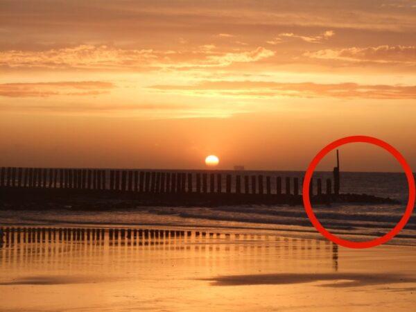 Ein Wellenbrecher - der rote Kreis zeigt, wo ich gelandet bin